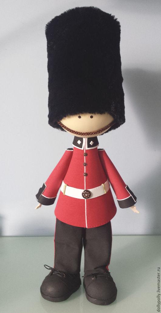 Коллекционные куклы ручной работы. Ярмарка Мастеров - ручная работа. Купить Гвардеец английской королевы. Handmade. Ярко-красный