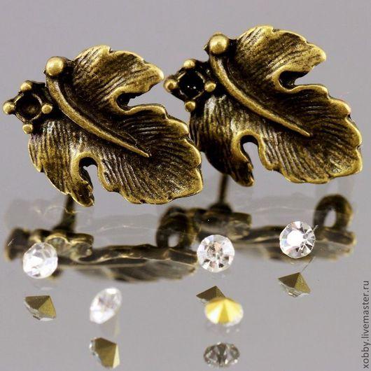 Основа для сережек гвоздиков пуссеты Лист с площадкой для вклеивания стразы или бусины цвета античная бронза и с петелькой для крепления подвески