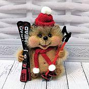 Мягкие игрушки ручной работы. Ярмарка Мастеров - ручная работа Ёжик - лыжник. Handmade.