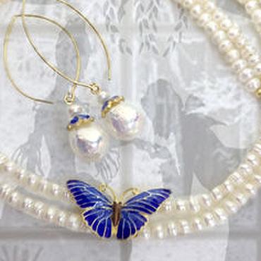 """Украшения ручной работы. Ярмарка Мастеров - ручная работа """"Бабочка зимой"""" жемчуг, синяя эмаль, серебро 925 в позолоте. Handmade."""