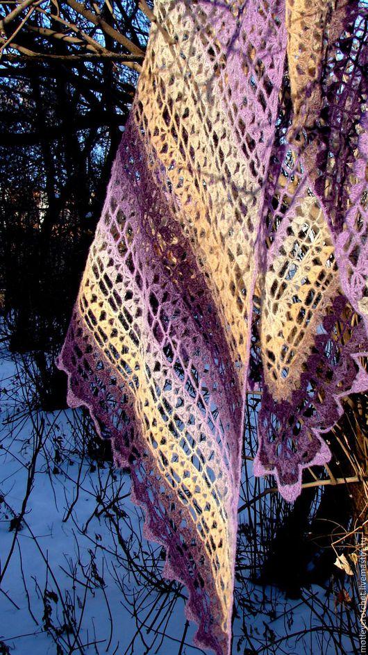 Шаль `Сиреневые сумерки` связана из пряжи  - 100% шерсть.   Ажурная, теплая шаль изумительной цветовой гаммы, свойственной  прибалтийской пряже!