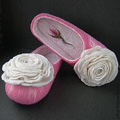 """Обувь ручной работы. Ярмарка Мастеров - ручная работа Валяные тапочки-шлепки """"Белая роза"""" (женские). Handmade."""