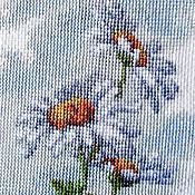 Картины и панно ручной работы. Ярмарка Мастеров - ручная работа Ромашки, Полевые цветы, вышитая картина, лето, белый, зеленый, голубой. Handmade.