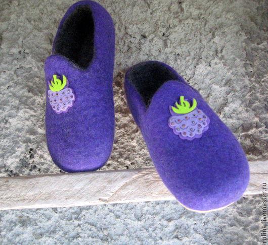 """Обувь ручной работы. Ярмарка Мастеров - ручная работа. Купить """"Ежевички""""  Валяные тапочки 33р.. Handmade. Тёмно-фиолетовый, войлок"""