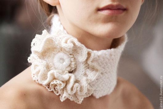 Шерстяной вязаный спицами и крючком шарфик `Французский шик`.