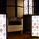 Витражный светильник ночник Франция в интерьере каркас темно-коричневый