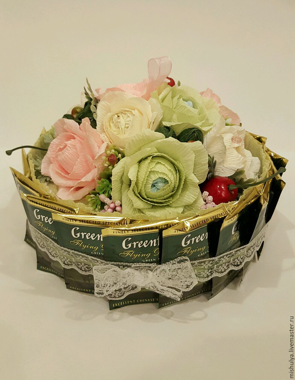 Подарки из чая и конфет своими руками в корзине
