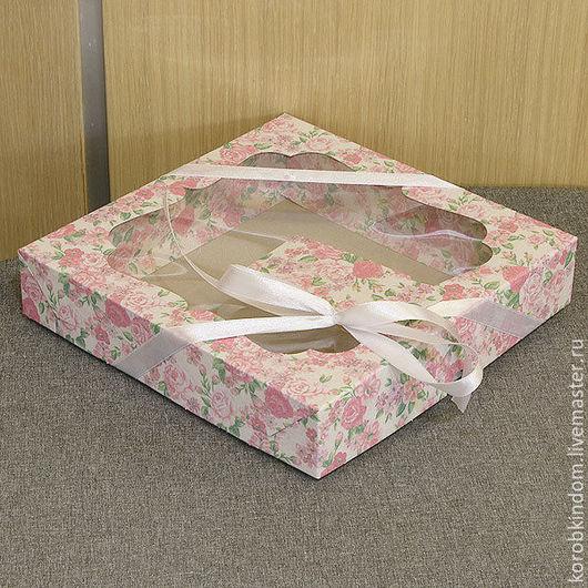 Упаковка ручной работы. Ярмарка Мастеров - ручная работа. Купить 20х20х4 - Коробка крышка-дно нежно-розовая с окном, шнуром и бирочкой. Handmade.