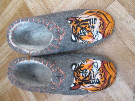 Обувь ручной работы. Ярмарка Мастеров - ручная работа. Купить Тапочки мужские Тигр. Handmade. Серый, домашние тапочки, тигр