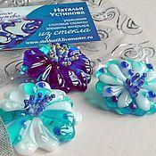 Украшения ручной работы. Ярмарка Мастеров - ручная работа Брошь из стекла и бисера голубая, фьюзинг, вышивка бисером. Handmade.