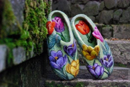 Обувь ручной работы. Ярмарка Мастеров - ручная работа. Купить Тапочки подарочные «Дыхание весны». Handmade. Салатовый, шерсть 100%