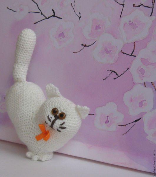 Игрушки животные, ручной работы. Ярмарка Мастеров - ручная работа. Купить Вязаная игрушка кот Валентин белый. Handmade.