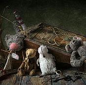 Картины и панно ручной работы. Ярмарка Мастеров - ручная работа Старая коробка с игрушками Натюрморт фото, картина. Handmade.