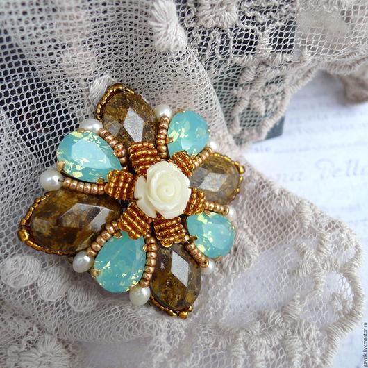 Брошь-мальтийский крест, брошь-орден ручной работы с кристаллами Сваровски, камнями и жемчугом. Бирюзовый, бронзовый, золотой. Подарок женщине, девушке