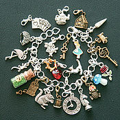 Браслет для шармов ручной работы. Ярмарка Мастеров - ручная работа Браслет: Алиса в стране чудес браслет (24 кулона). Handmade.