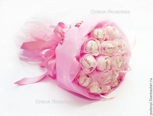 """Букеты ручной работы. Ярмарка Мастеров - ручная работа. Купить Букет из рафаэлло Букет из конфет Букет из конфет """"Розовые грезы"""". Handmade."""