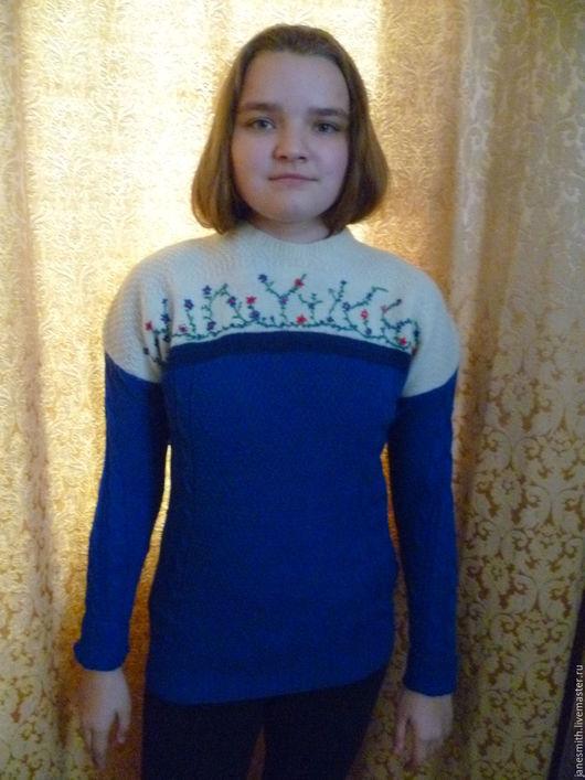 """Кофты и свитера ручной работы. Ярмарка Мастеров - ручная работа. Купить вязаный женский свитер """"Цветочки"""". Handmade. Тёмно-синий"""
