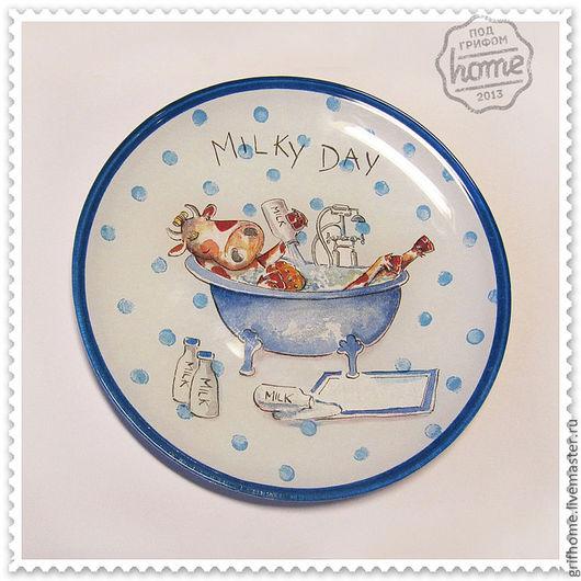 Тарелка  может быть как декоративной (украшать стену или полку), так и сервировочной (использоваться для фруктов, сладостей и нарезки).
