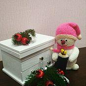 Снеговики ручной работы. Ярмарка Мастеров - ручная работа Снеговик с подарком. Handmade.