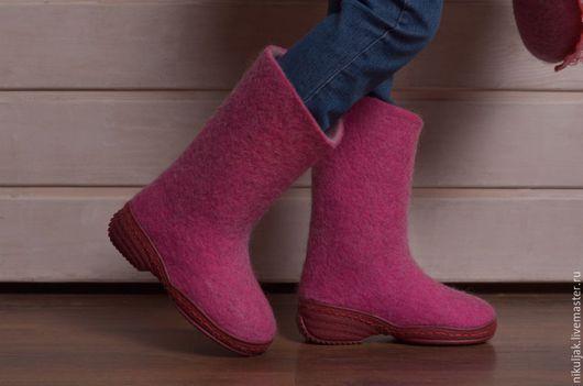 Детская обувь ручной работы. Ярмарка Мастеров - ручная работа. Купить Сапожки валяные для девочек pink. Handmade. Фуксия, валенки