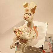 Куклы и игрушки ручной работы. Ярмарка Мастеров - ручная работа Зайка Алина, авторская валяная игрушка.. Handmade.