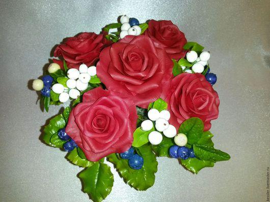 Букеты ручной работы. Ярмарка Мастеров - ручная работа. Купить букет роз. Handmade. Бордовый, Снежноягодник, букет в подарок