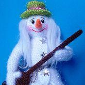 Материалы для творчества ручной работы. Ярмарка Мастеров - ручная работа Мастер-класс по вязанию снеговика-рок-музыканта. Handmade.