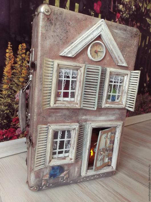 Кукольный дом ручной работы. Ярмарка Мастеров - ручная работа. Купить Чемодан со старыми сказками (домик для кукол). Handmade.