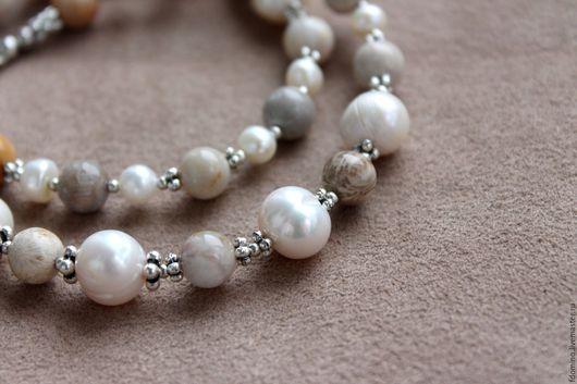 Колье, бусы ручной работы. Ярмарка Мастеров - ручная работа. Купить Ожерелье с жемчугом и кораллом. Handmade. Белые бусы