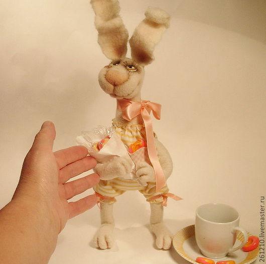 Игрушки животные, ручной работы. Ярмарка Мастеров - ручная работа. Купить Зайка Сонечка, авторская игрушка из войлока.. Handmade.