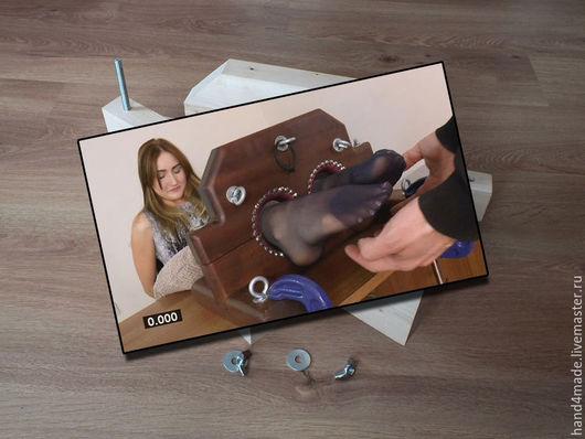 Тематические колодки для крепления на стол. На фото - материал предоставленный Заказчиком.