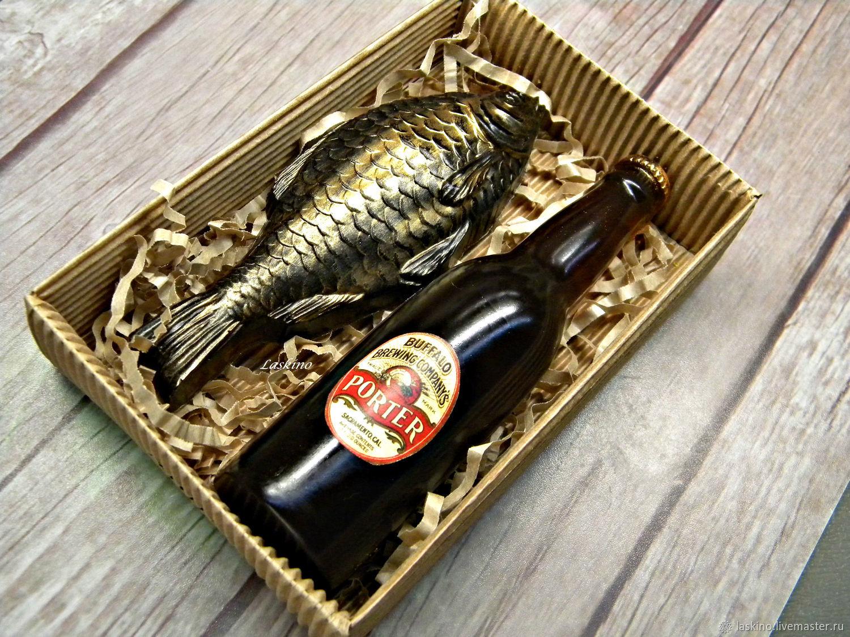 Оформление подарка из пива и рыбы