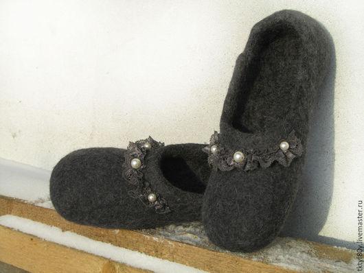 """Обувь ручной работы. Ярмарка Мастеров - ручная работа. Купить Тапочки """"Комфортные"""". Handmade. Темно-серый, тапки домашние, деревня"""