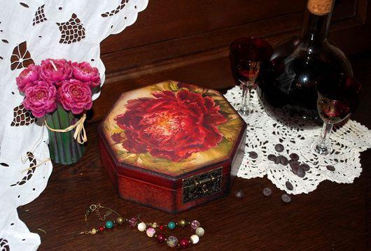 """Персональные подарки ручной работы. Ярмарка Мастеров - ручная работа. Купить """"Красная королева"""" шкатулка. Handmade. Бордовый, шкатулка для мелочей"""