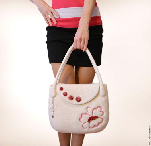 """Женские сумки ручной работы. Ярмарка Мастеров - ручная работа. Купить Сумка валяная """"Шарм"""", валяная сумка белая, сумка свадебная. Handmade."""