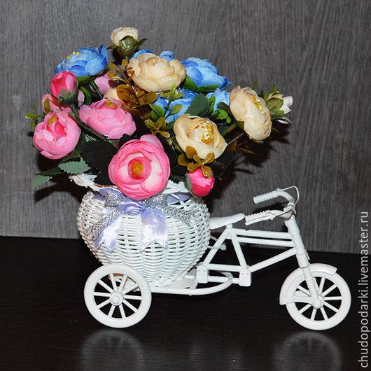 """Интерьерные композиции ручной работы. Ярмарка Мастеров - ручная работа. Купить Композиция из цветов """"Камелия в кашпо на велосипеде"""". Handmade."""