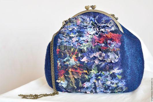 Женские сумки ручной работы. Ярмарка Мастеров - ручная работа. Купить Сумка валяная синяя темно-синяя черничная. Handmade.