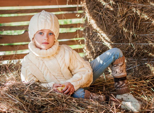 Одежда для девочек, ручной работы. Ярмарка Мастеров - ручная работа. Купить Белый детский свитер косами.. Handmade. Белый, для мальчика