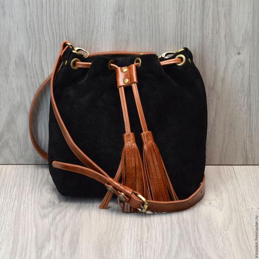 кожаная сумка торба на плечо, мягкая замшевая сумка торба, черная замшевая сумка, Ирина Болдина, мягкая замшевая сумка бохо, замшевая сумка с кистью.