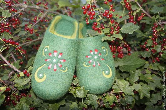 """Обувь ручной работы. Ярмарка Мастеров - ручная работа. Купить Тапочки валяные """"Очарование лета"""". Handmade. Зеленый, лечебная обувь"""