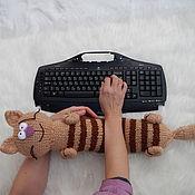 Для дома и интерьера ручной работы. Ярмарка Мастеров - ручная работа Вязаная подушка кот.. Handmade.