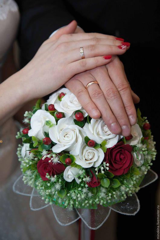 """Свадебные цветы ручной работы. Ярмарка Мастеров - ручная работа. Купить Свадебный букет """"Красное и белое"""". Handmade. Ярко-красный"""
