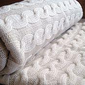 Для дома и интерьера ручной работы. Ярмарка Мастеров - ручная работа Белый вязаный плед с косами (2-спальный). Handmade.