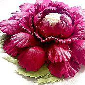 """Украшения ручной работы. Ярмарка Мастеров - ручная работа """"Летний роман"""". Брошь цветок красный кожа жемчуг. Handmade."""