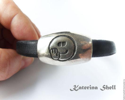 """Браслеты ручной работы. Ярмарка Мастеров - ручная работа. Купить Мужской кожаный браслет  """"Смайл"""". Handmade. Черный, стильный браслет"""