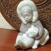 """Фарфоровая статуэтка""""Мальчик эскимос с медведем"""".LLADRO,"""