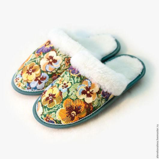 Обувь ручной работы. Ярмарка Мастеров - ручная работа. Купить Тапочки из овчины «Анютины глазки» гобелен. Handmade. Комбинированный