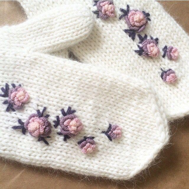 Вышивка рококо на варежках
