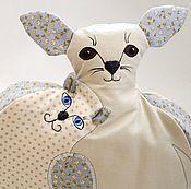 """Для дома и интерьера ручной работы. Ярмарка Мастеров - ручная работа Грелка на чайник""""Кошки-собаки""""серый,бежевый,сизый,той терьер. Handmade."""