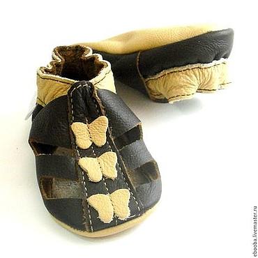 Обувь ручной работы. Ярмарка Мастеров - ручная работа Кожаные чешки тапочки сандалии тёмно-коричневые с бабочками ebooba. Handmade.